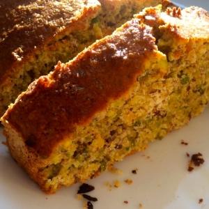 Torta integrale con arancia e pistacchi e olio extravergine d'oliva